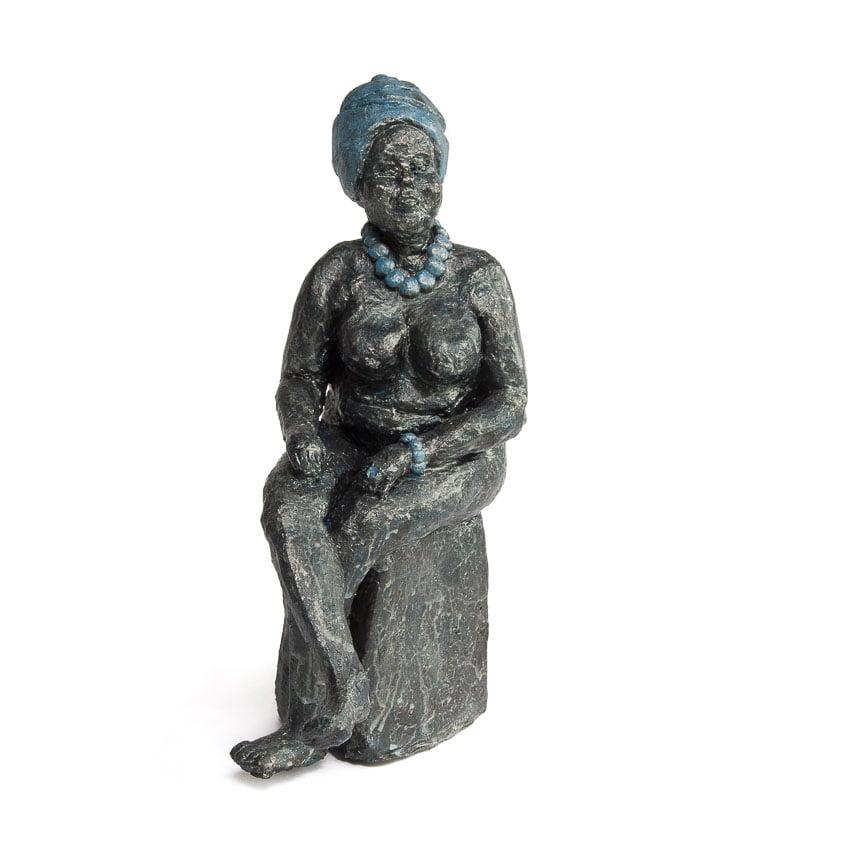 Dikke dame keramiek 26,5 cm hoog afgewerkt met blauwzilver acrylverf gerdiennoordeloos.nl