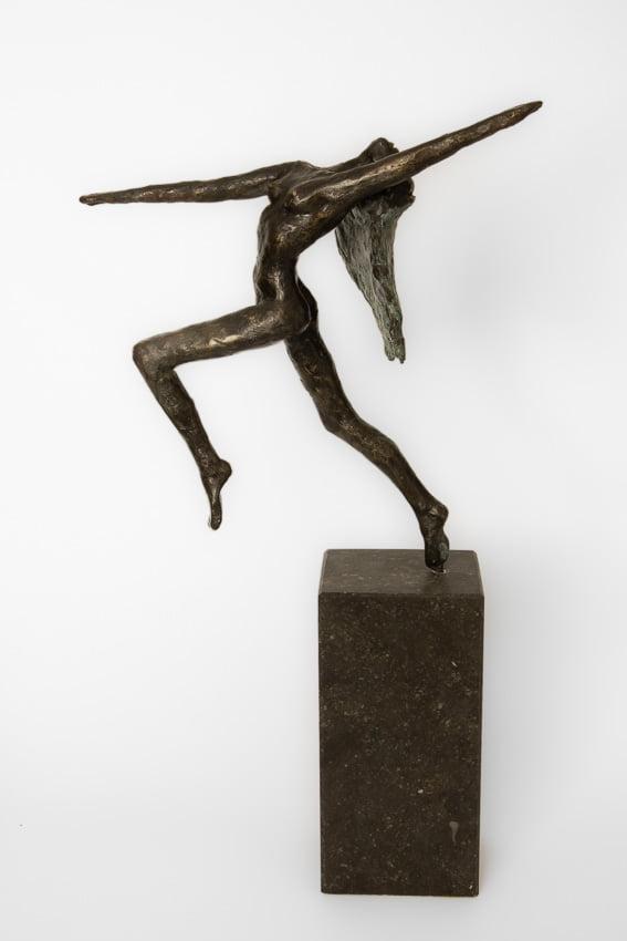 bronzen_beeld_vrouw_vrijheid_freedom_sokkel_belgisch_hardsteen_atelier